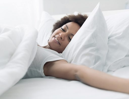 Descubra para que serve o travesseiro triangular e veja seus benefícios!
