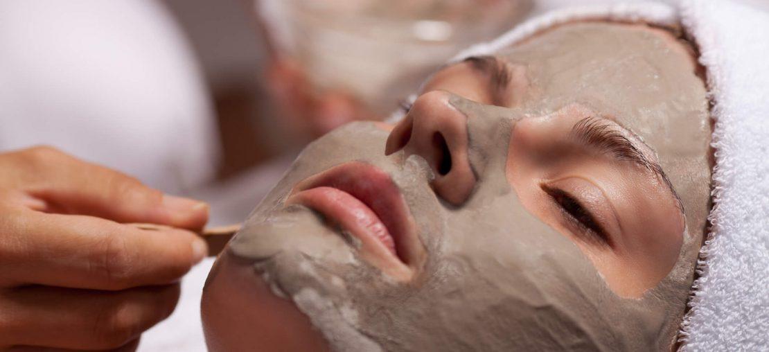 Argila para o rosto: veja as vantagens e a melhor forma de usar